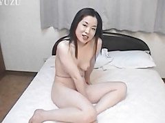 Naomi plays with toys in raw solo